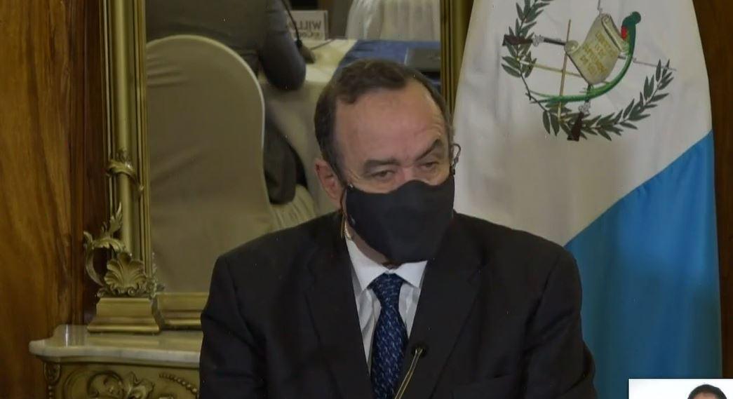 """""""Vacunas tenemos"""": dice Giammattei, señala retraso en la entrega de Pfizer y afirma que Covax """"no funciona"""""""