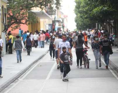 Semáforo covid-19: Disminuyen municipios en alerta roja, pero expertos explican que los datos son poco fiables