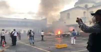 Fotogalería: llamas, piedras, carros incendiados y gases lacrimógenos durante jornada violenta de militares veteranos en el Congreso