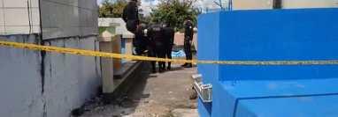 Una persona fallecida y dos heridas se reportaron en ataque armado en el cementerio de Monjas, Jalapa. (Foto Prensa Libre: Captura de pantalla de Alfa Tv Jalapa)