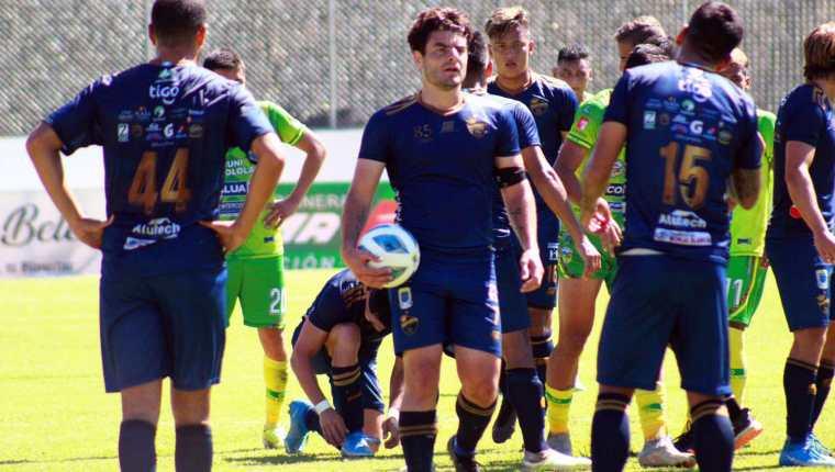 Los jugadores de Cobán Imperial festejan su triunfo en casa de Sololá por la fecha 13 del Apertura 2021. (Foto Prensa Libre: LigaGT Twitter)
