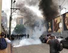 El 19 de octubre veteranos militares exigían el pago de un resarcimiento en el Congreso, la manifestación se volvió violenta. (Foto, Prensa Libre: Hemeroteca PL).