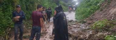 Derrumbe en el barrio La Esperanza II, en Patulul, Suchitepéquez. (Foto Prensa Libre: Conred)