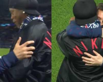 Un emotivo abrazo en el reencuentro de Lionel Messi y Ronaldinho antes del partido del PSG contra Leipzig
