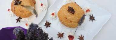 Tempura con helado de lavanda y miel de anís estrella es una original receta del chef Luis Paiz, en la que se combina la famosa fritura japonesa con un aromático helado y  que será la sensación para cualquier comensal. (Foto Prensa Libre, cortesía de Luis Paiz)