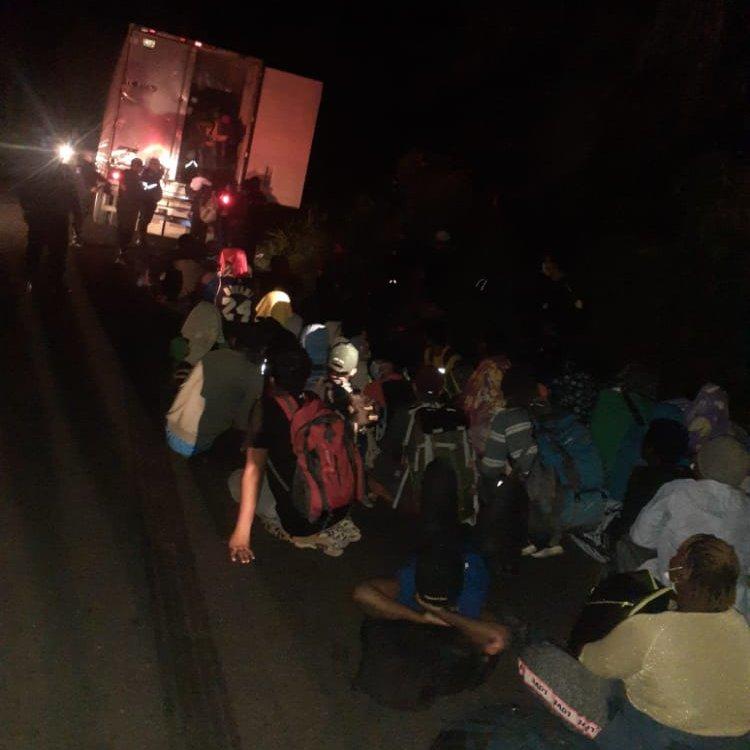 Gritos y golpes de auxilio: 126 migrantes fueron encontrados dentro de un contenedor abandonado en Escuintla
