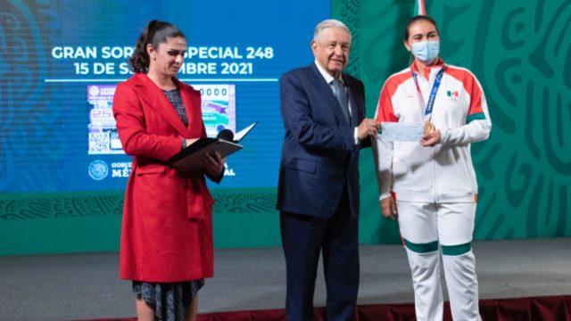 Cuál fue la cifra que México otorgó a los medallistas de Tokio con el dinero recaudado de propiedades de delincuentes