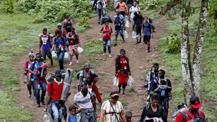 En las últimas semanas muchos haitianos han emprendido su viaje ilegal hacia Estados Unidos. (Foto Prensa Libre: EFE)