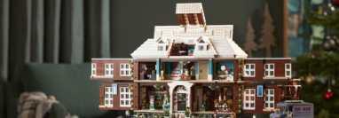 La casa de los McCallister, de la clásica película navideña, se transforma en bloques de LEGO en un sorprendente set. (Foto Prensa Libre: LEGO)