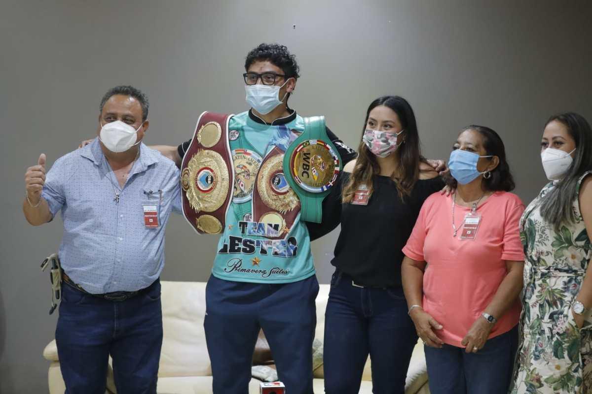 Léster Martínez retorna al país lleno de ilusión, después retener el título latinoamericano