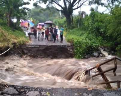 Al menos 32 personas han muerto en Guatemala en 873 incidentes causados por la lluvia, según Conred