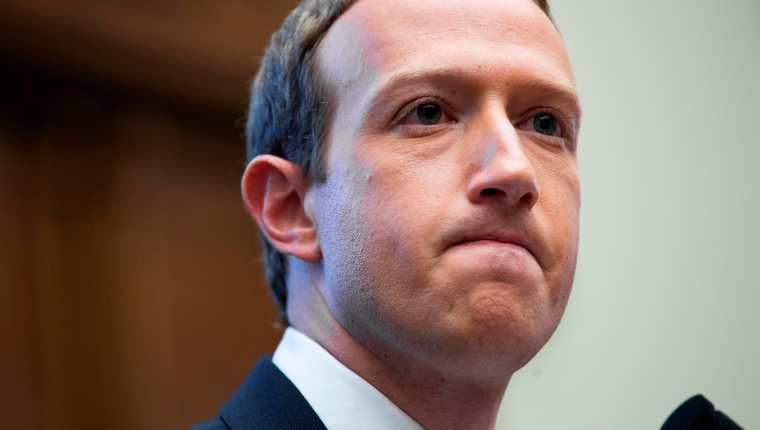 Mark Zuckerberg pierde millones de dólares tras la caída de Facebook. (Foto Prensa Libre: EFE)