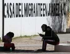 Autoridades mexicanas se alistan para una movilización de miles de migrantes centroamericanos que buscan asilo por la violencia y pobreza. (Foto Prensa Libre: EFE)