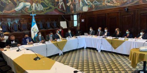 Funcionarios del Mineduc  acuden a la Comisión de Finanzas para detallar su propuesta de presupuesto para el 2022. (Foto Prensa Libre: Henry Montenegro)