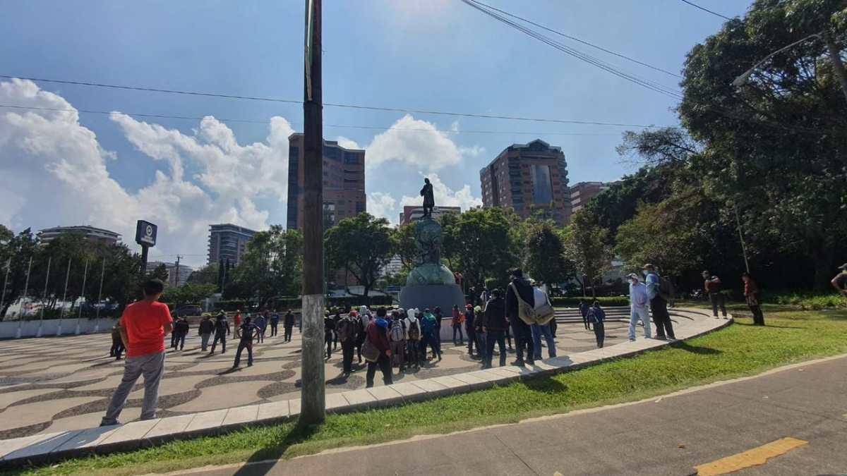 Videos: intentan derribar monumento de Cristóbal Colón y otros son dañados durante manifestaciones en la Reforma y Américas
