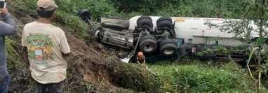 Muere un camionero tras un accidente de tráfico ocurrido esta madrugada en la ruta CA-2, Patulul, Suchitepéquez. (Foto Prensa Libre: Marvin Túnchez)