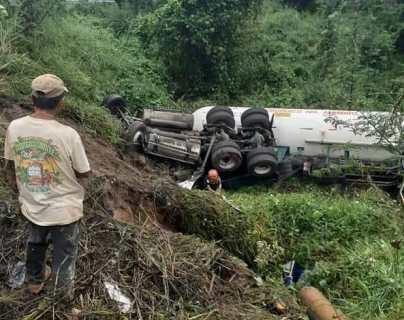 Tragedia en la carretera: un camión cisterna que transportaba amónico se accidenta y el piloto muere