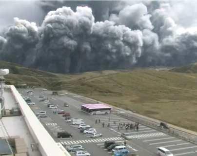 VIDEOS: las impresionantes imágenes de la erupción del volcán Monte Aso en la isla de Kyushu, Japón