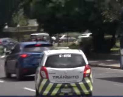 """""""Aunque usted esté en el carro le ponen cepo"""": vecinos se quejan del procedimiento de agentes de la PMT"""