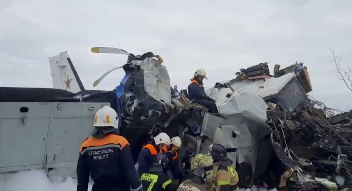 Avión que transportaba paracaidistas se estrella en Rusia y deja al menos 16 muertos