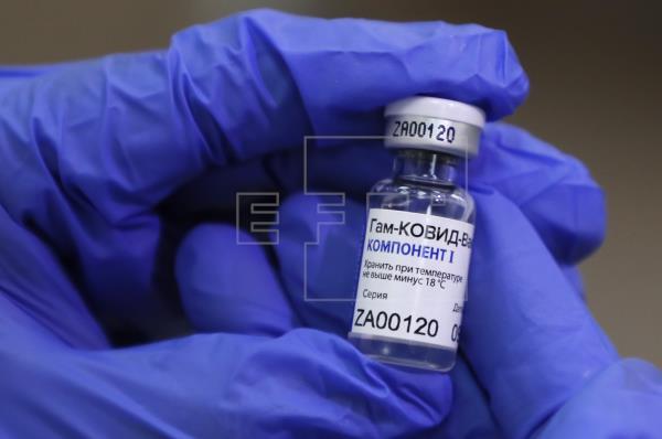 La vacuna rusa Sputnik V fue de las primeras desarrolladas en el mundo para combatir el coronavirus. (Foto Prensa Libre: EFE)