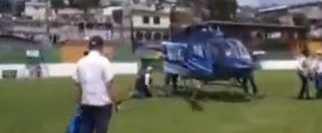 Viceministro del Maga sufre caída al bajar de helicóptero en Sololá. (Foto Prensa Libre: Tomada de PampichiNews)