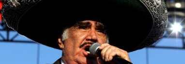 Vicente Fernández cantando