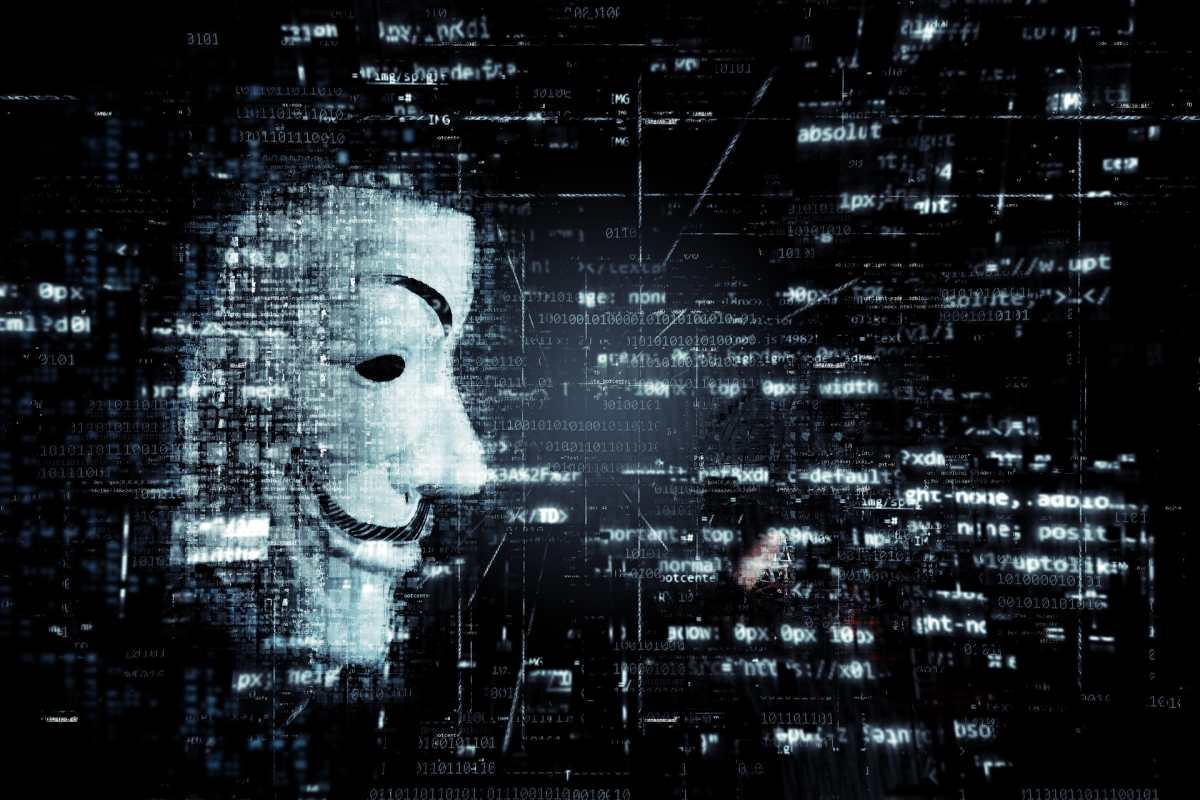Los misteriosos mensajes de Anonymous sobre la caída de WhatsApp, Facebook e Instagram (y qué decían sobre el fallo mundial)