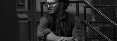 """Ricardo Arjona promociona """"El flechazo y la secuela"""", el segundo sencillo del álbum """"Negro"""". (Foto Prensa Libre: Cortesía Metamorfosis)"""
