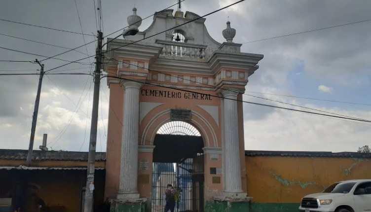 Por segundo año consecutivo, los cementerios permanecerán cerrados el Día de Todos los Santos. (Foto: Hemeroteca PL)