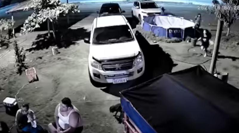 Video: el brutal momento en que se desata una balacera durante una celebración en Ecuador