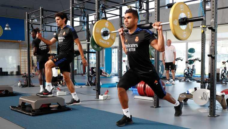 Casemiro trabaja en el gimnasio este miércoles. (Foto Prensa Libre: Real Madrid)