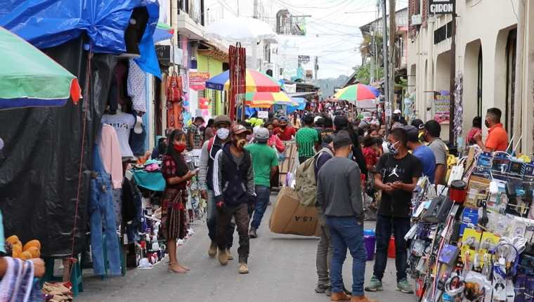 Aglomeración en una localidad de Quiché, municipio azotado por mortalidad por coronavirus. (Foto: Hemeroteca PL)