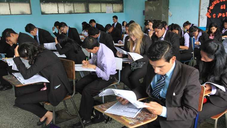 Graduandos no tendrán sanción si no efectúan el examen. (Foto: Hemeroteca PL)