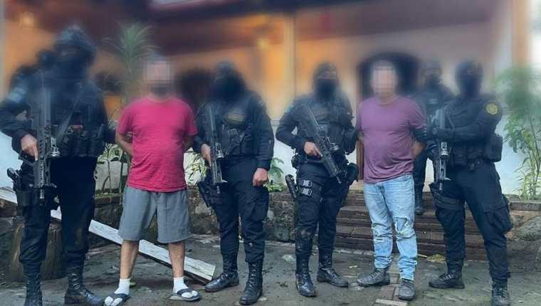 Luis Ángel Meoño Sánchez y Jorge Arturo Meoño Sánchez, fueron capturados en aldea El Naranjo, San Rafael Pie de la Cuesta, San Marcos, vinculados al narcotráfico. (Foto Prensa Libre: MP)