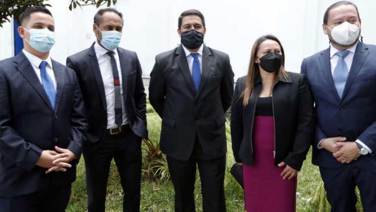 Jorge Rodas (centro), encabezó la única planilla inscrita, en las elecciones para las nuevas autoridades del Comité Olímpico Guatemalteco este sábado en el Palacio de los Deportes. (Foto Prensa Libre: Esbin García)