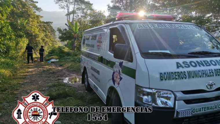 Hombre con señales de violencia es localizado muerto en aldea Chayen, San Rafael Pie de La Cuesta, San Marcos. (Foto Prensa Libre: Bomberos Municipales Departamentales)