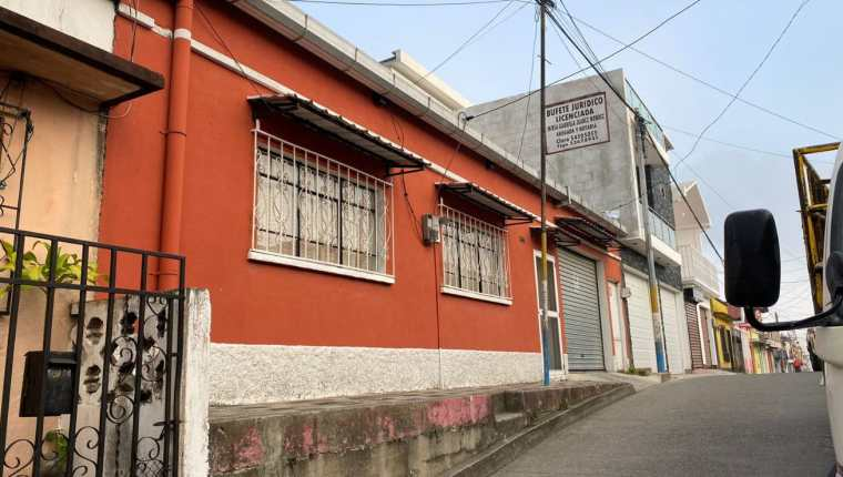 Fotografía compartida por el MP con la información sobre los 10 allanamientos que se llevan a cabo en Alta Verapaz y la capital, por un caso de posibles actos de impunidad y corrupción cometidos en la tramitación de procesos judiciales. (Foto Prensa Libre: MP)