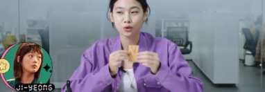Es conocido también  como ppopgi, un postre muy frágil y popular en Corea del Sur.  Se ha hecho famoso en la serie de Netflix, El juego del calamar.  (Foto Prensa Libre: Netflix).