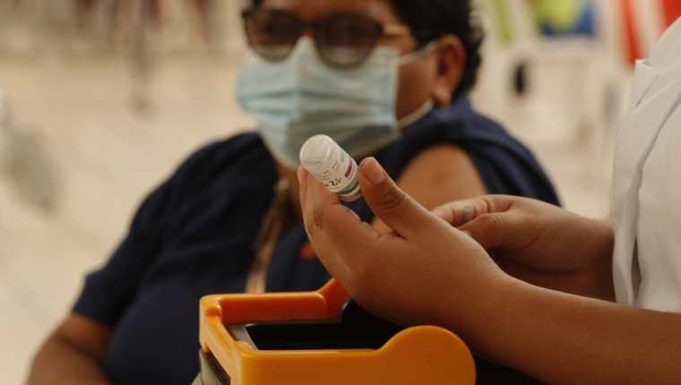 La vacunación contra el covid-19, empieza a ser una de las consultas a la hora de la entrevista.  (Foto, Prensa Libre: Hemeroteca PL).